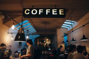 コーヒーショップでチップは払うべき?