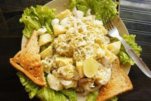 リシュケシュのカフェのサラダ