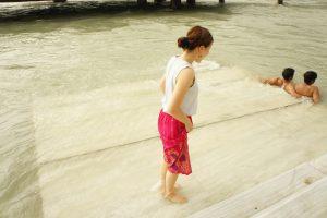 ガンジス川に入る